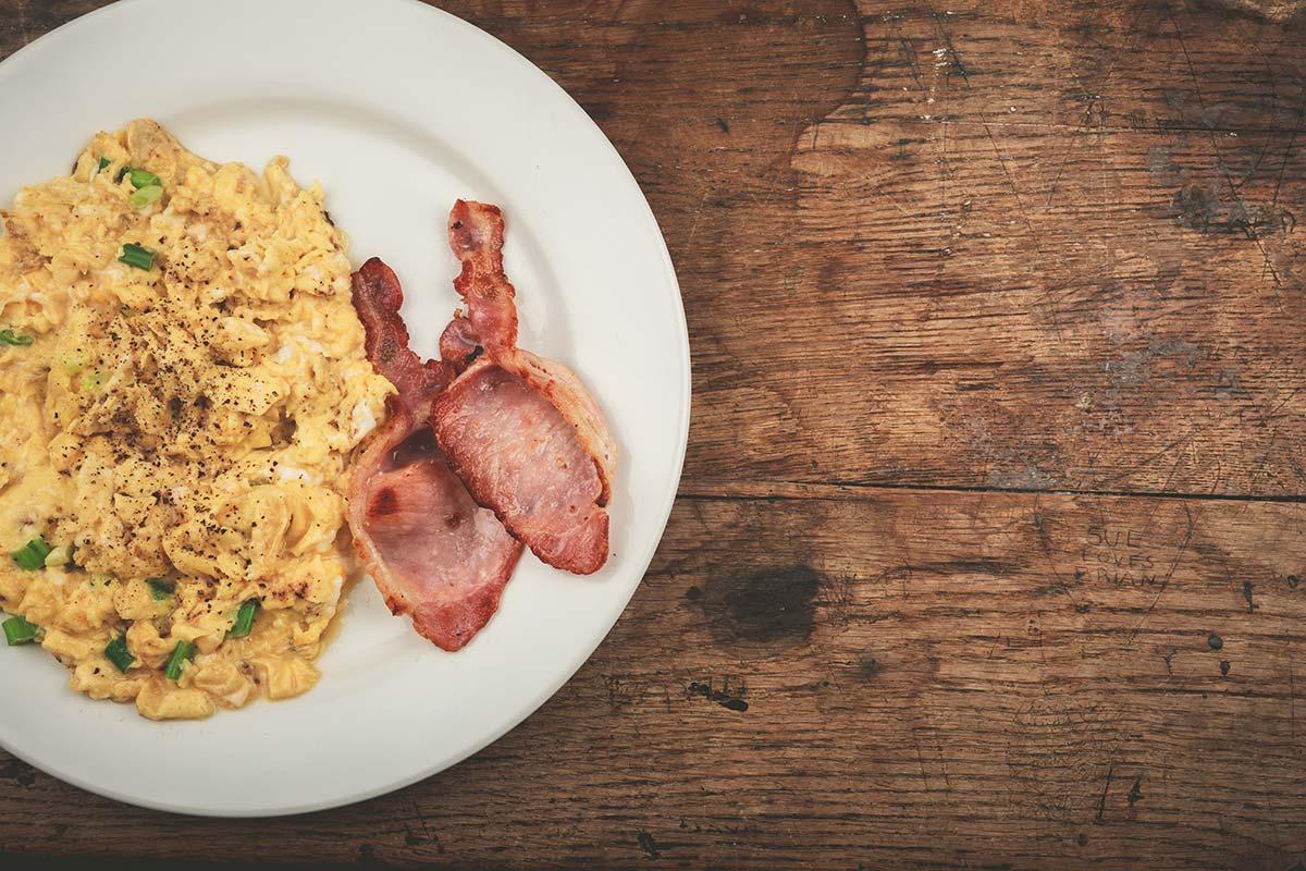 Яйца с беконом —риск холестерина